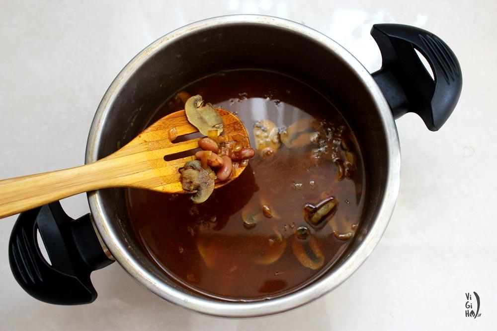 طرز تهیه خوراک قارچ و لوبیا