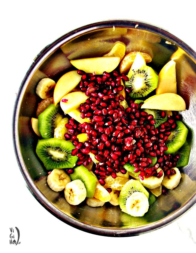 طرز تهیه سالاد میوه زمستانی رنگارنگ
