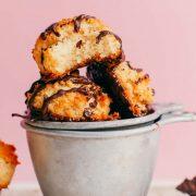 طرز تهیه شیرینی نارگیلی وگان با آکوافابا